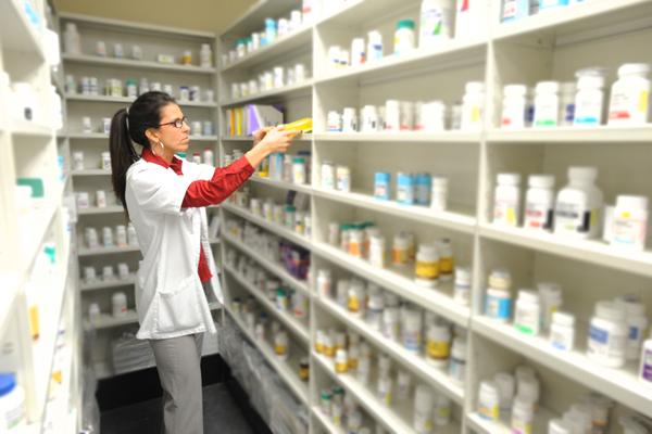 Mengapa Harus pakai software apotek ?. Karena dengan software apotek, kita dapat mengelola apotek dengan lebih mudah dan cepat